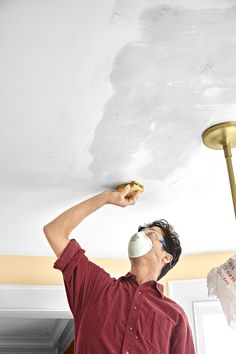 How to put a fresh face on brown, blistered, water-damaged drywall Plaster Ceiling Repair, Repair Ceilings, Drywall Ceiling, Bathroom Repair, Painted Trays, Home Repairs, Fresh Face, Painting Tips, Put On