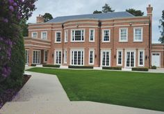 Clearstone resin drive case study for Lanesborough House in Wentworth Resin Bound Driveways, Driveway Design, Pathways, Case Study, Backyard Landscaping, Garden Ideas, Mansions, Landscape, House Styles