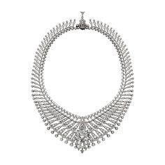 Collier Haute Joaillerie Collier Étourdissant, platine, undiamant D IF coussin de type IIa taille brillant de 34,96carats, un diamant D IF triangle modifié de 1,60carat, diamants triangle, diamants taille brillant. Les deux premiers rangs sont amovibles.