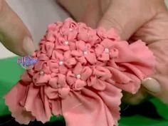 Hilda Rinaldi - Bienvenidas TV en HD - Hace una cartera de 12 pétalos con la técnica de Capitoné, - YouTube