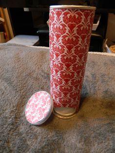 """Porte coton """"récup"""" avec une boite de pringles ! retrouvez d'autre diy et tutos sur ma page http://ideesandco.jimdo.com  chaine youtube : ideesandco"""