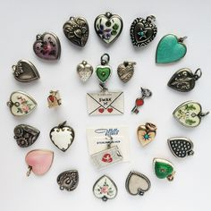 Happy Valentine's Day everyone! Antique and Vintage Heart Charms. Enamel Jewelry, Antique Jewelry, Vintage Jewelry, Victorian Jewelry, Gothic Jewelry, Vintage Heart, Look Vintage, Heart Jewelry, Sea Glass Jewelry