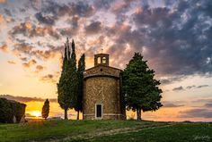The beautiful #Chapel #Vitaleta in #Tuscany #Italy. #sunset #cloudscape #Zcreators #createyourlight #appicoftheweek #JustGoShoot #PicOfTheDay #WexPhoto #PhotoOfTheDay @uknikon #ThePhotoHour #FotoRshot #InstaGood #InstaPhoto #Photography #photographer #landscape #landscapephotography #LandscapeLovers #BeautifulLandscape #Viewpoint #NakedPlanet #LandscapeHunter #Sky_Captures #travel #travelphotography #travelphotographer #fusionphotographyworkshops Photography Tours, Autumn Photography, Photography Workshops, Beautiful Landscapes, Beautiful Images, Cypress Trees, Before Sunrise, Tuscany Italy, Daily Photo