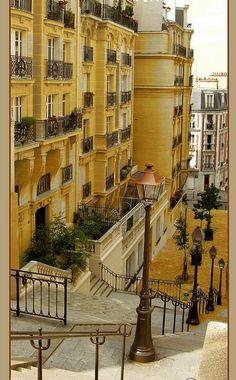 Montmartre, rue du Mont-Cenis - Paris XVIII It's a steep hill but oh what a gorgeous walk. Paris Travel, France Travel, Most Beautiful Cities, Beautiful World, Paris France, The Places Youll Go, Places To Go, Ville France, Belle Villa