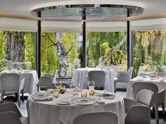 """Zum perfekten Genuss gehört eine bequeme Sitzgelegenheit: Im 3 Sterne-Restaurant """"L'Auberge de l'Ill"""" darf der Gast auf """"Ester""""-Stühlen und Sessel von Pedrali Platz nehmen."""