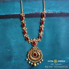 Buy gold necklace online from SVTM Jewels, traditional jewellers in India. Buy from wide range of Indian gold necklace designs, bridal kundan jewelry sets, gold necklaces and jewellery sets. Pearl Necklace Designs, Jewelry Design Earrings, Gold Earrings Designs, Gold Jewellery Design, Ruby Jewelry, Jewelry Necklaces, Gold Necklace, Gold Jewelry Simple, Gold Wedding Jewelry
