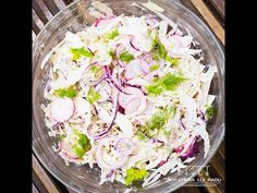 Try a different coleslaw recipe today. Add some radishes and spice it up with chili flakes. This fennel coleslaw recipe is easy and super tasty. Different Coleslaw Recipe, 30 Minute Meals, Recipe Today, Fennel, Spice Things Up, Potato Salad, Onion, Chili, Cabbage