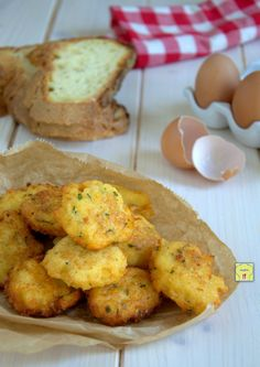 Meatballs of eggs, typical dish of the Apulian peasant tradition Polpette Recipe, Healthy Finger Foods, Frittata, Potatoes, Eggs, Tasty, Snacks, Dishes, Vegetables