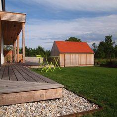 Bodenständig, aber mit moderner Wohnstruktur - Niederösterreich GESTALTE(N) Style At Home, Deck, Construction, Cabin, House Styles, Outdoor Decor, Home Decor, Home, New Construction
