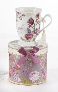 Gift Boxed Porcelain Mug with Tassel - Tulip