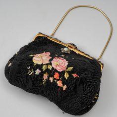 Helmikirjoiltu iltalaukku, REALPOINT DE BEAUVAIS, Ranska, 1930-luku, käsinkirjoiltu. Beauvais, Coin Purse, Purses, Wallet, Design, Fashion, Handbags, Moda, Fashion Styles