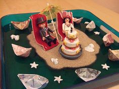 gift of money for a wedding: bridal pair on an island