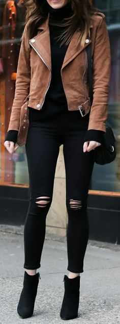 20 Amazing Winter Street Style Looks To Copy This Season - Cute spring outfits / Brown Jacket / Black Ripped Skinny Jeans / Black Suede Booties. Mode Outfits, Jean Outfits, Casual Outfits, Fashion Outfits, Dress Casual, Casual Wear, Fashion Ideas, Fashion Trends, Dress Outfits