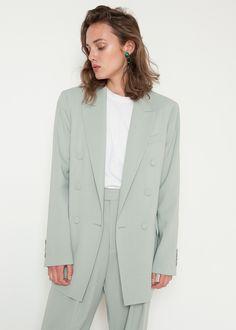 Stylish Summer Suits for Women: Your New Warm-Weather Closet Hero Summer Blazer, Summer Suits, Blazers For Women, Suits For Women, Clothes For Women, Green Suit Women, Summer Minimalist, Minimalist Fashion, Older Women Fashion