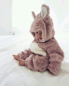 This … – Cute Adorable Baby Outfits Cute Little Baby, Baby Kind, Cute Baby Girl, Little Babies, Cute Babies, Funny Babies, Cute Baby Pictures, Baby Photos, Baby Kostüm