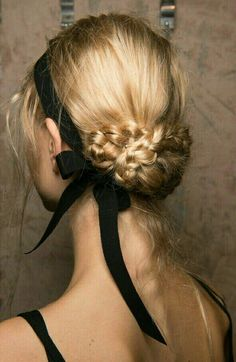 Spring 2017 Hair Trends - Hair Ideas And Hairstyles From Backstage Spring Runway.Spring 2017 Hair Trends - Hair Ideas And Hairstyles From Backstage Spring Runway. Best Wedding Hairstyles, Bride Hairstyles, Pretty Hairstyles, Updo Hairstyle, Hairstyles 2018, Ribbon Hairstyle, Ribbon Braids, Evening Hairstyles, Romantic Hairstyles