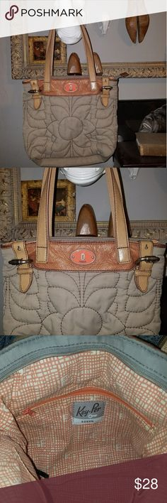 FOSSIL QUILTED PURSE Great FOSSIL PURSE. Quilted purse like new great for everyday use Fossil Bags Shoulder Bags