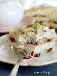Malakoff cake - without baking Polish Desserts, Polish Recipes, No Bake Desserts, Delicious Desserts, Yummy Food, Sweet Recipes, Cake Recipes, Dessert Recipes, Sweets Cake