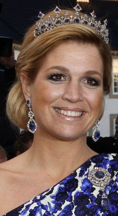 Princess Máxima (later Queen Máxima, Queen consort of King Willem-Alexander), wearing the Sapphire Necklace Tiara, The Netherlands (sapphires, diamonds). Royal Crown Jewels, Royal Crowns, Royal Tiaras, Royal Jewelry, Tiaras And Crowns, Jewellery, Royal Dutch, Princesa Real, Style Royal