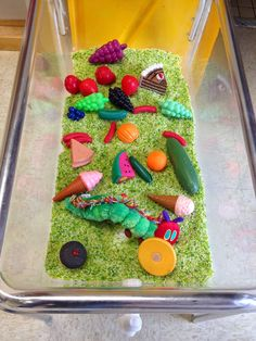 The World of Eric Carle: A Kindergarten Author Study Sensory bin for kindergarten. Could have cards labeled with days of the week and students could place the correct food onto each day. Eric Carle, Camille La Chenille, The Very Hungry Caterpillar Activities, Sensory Boxes, Sensory Table, Sensory Play, E Mc2, Author Studies, In Kindergarten