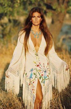 Oh #raquel you do look so #fine here #raquelwelch #kimono #vintage #boho #70s #love