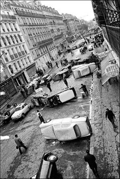 Cars overturned during violent clashes between riot police and protesting students litter the rue Gay-Lussac in the Latin Quarter of Paris. 11 May 1968 - Paris, France Old Pictures, Old Photos, Vintage Photos, Photos Black And White, Black And White Photography, Old Paris, Vintage Paris, Paris Rue, Vintage Photography