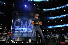 Luke Bryan made it easy for us to shake it for him at this year's CMA Music Fest!
