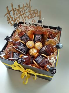 Candy Gift Baskets, Valentine's Day Gift Baskets, Gift Hampers, Candy Gifts, Happy Birthday Man, Bff Birthday Gift, Fundraiser Baskets, Personalised Gifts Diy, Flower Box Gift