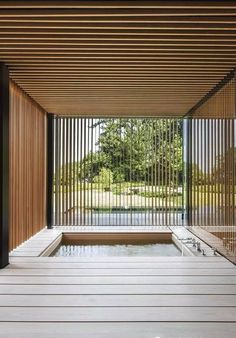 A narrative clearly inspired by its surroundings. Saunas, Spa Interior Design, Wood Spa, Bungalow, Sauna Design, Outdoor Baths, Wood Architecture, Spa Rooms, Building Design