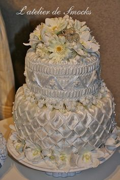 Hand Smocked Wedding Cake by L'atelier de Smocks♡