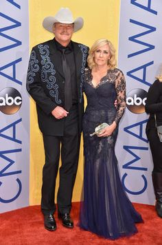Singer-songwriter Alan Jackson and Denise Jackson attend the annual CMA Awards at the Bridgestone Arena on November 2016 in Nashville, Tennessee. Country Music Artists, Country Singers, Beautiful Girl Image, Beautiful People, Allan Jackson, American Country Music Awards, Cma Awards, Jackson Family, Celebs