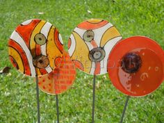 tutores en vitrofusion - Buscar con Google Glass Garden Art, Glass Art, Cd Art, Garden Deco, Garden Stakes, Fused Glass, Abstract Art, Marie, Projects To Try
