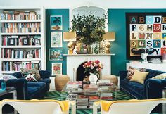 This colourful living room Home and Delicious: hlutir sem vekja athygli Home Living Room, Apartment Living, Living Spaces, Apartment Design, Interior Inspiration, Design Inspiration, Pillow Inspiration, Interior Ideas, Room Inspiration