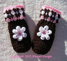 Ravelry: Children's Brown Mittens pattern by Alena Byers.