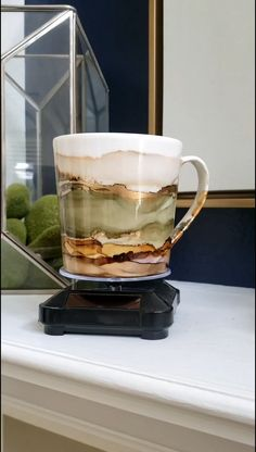 Alcohol Ink Crafts, Alcohol Ink Painting, Alcohol Ink Art, Painted Mugs, Hand Painted, Diy Gifts, Unique Gifts, Yeti Cup, Diy Tumblers