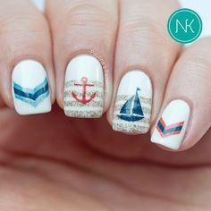 Attractive Design of Nautical Nail Art
