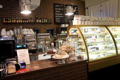 Kahvilaputiikki Ansari tarjoilee suussasulavia herkkuja kauniissa kasvihuonerakennuksessa Tampereen Lapinniemessä.