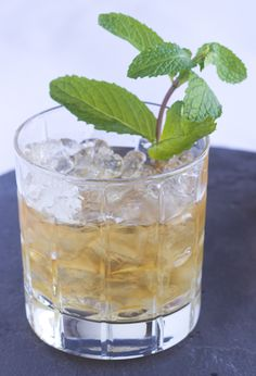 Classic Mint Julep recipe to embody the 1920s style in your drinks