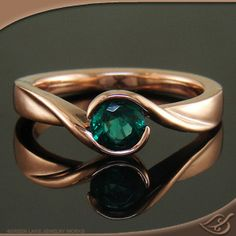 Wrap style with green center emerald.