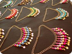 ❤ collares a $300 y $350 ❤ Paper Bead Jewelry, Diy Jewelry, Beaded Jewelry, Jewelery, Jewelry Design, Jewelry Making, Safety Pin Jewelry, Craft Accessories, Bijoux Diy