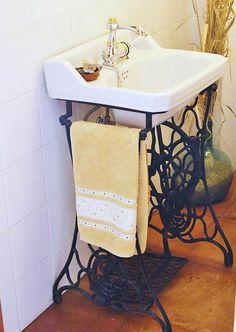 Old Sewing Machines' New Life in Your Interior. Another bathroom example of util., Old Sewing Machines' New Life in Your Interior. Another bathroom example of utilization - Sewing Machine Tables, Treadle Sewing Machines, Antique Sewing Machines, Sewing Tables, Vintage Sewing Table, Sewing Desk, Vintage Sink, Style Vintage, Vintage Decor