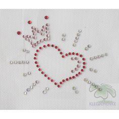 """Motiv """"Herz"""" - KleeSchenke Ein Herz in Rot mit einer Krone in zart Rosa umhüllt im strahlendem Glanz.     Das Hotfix Strassmotiv ist auf Transferfolie aufgebracht und lässt sich einfach auf jedem Stoff aufbügeln. Verzaubern Sie damit Ihr Lieblings-Kleidungsstück!    *Eine Anleitung dazu wird mitgeliefert.    *Maße: ca. 9x7,5 cm"""
