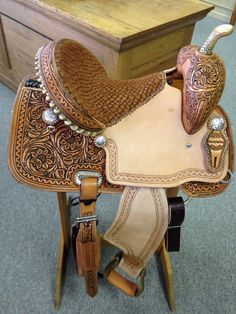 This high quality, hand made barrel saddle is made to win. Ride the best in barrel racing with this Connolly Barrel Saddle. My Horse, Horse Love, Horse Tack, Horse Riding, Breyer Horses, Horse Girl, Barrel Racing Saddles, Barrel Saddle, Horse Saddles