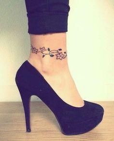 Flowers ankle tattoo manschetten tattoo, tattoo pied, wrap around ankle tattoos, ankle tattoos Ankle Foot Tattoo, Cute Ankle Tattoos, Flower Tattoo On Ankle, Ankle Tattoo Designs, Girly Tattoos, Trendy Tattoos, Foot Tattoos, Wrist Tattoo, Ankle Tattoos For Women Anklet