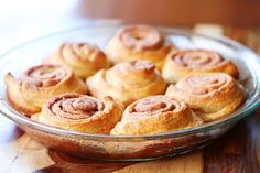 Easy Cinnamon Rolls — This is the BEST cinnamon roll recipe. So easy because they're made with crescent rolls! Mini Cinnamon Buns, Quick Cinnamon Rolls, Cinnamon Bun Recipe, Cinnamon Recipes, Baking Recipes, What's For Breakfast, Breakfast Recipes, Dessert Recipes, Recipes Using Crescent Rolls