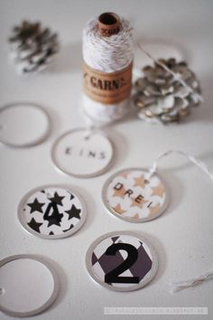 Fräulein Klein Creative Crafts, Twine, Wraps, Paper Crafts, Gift Wrapping, Party Ideas, Candles, Seasons, Holidays