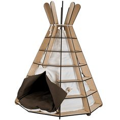 TeePee : contemporary cat house