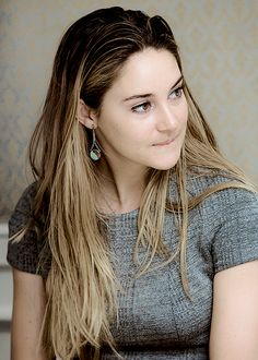 Shailene Woodley                                 How are you ?                        Happy new year .....                                  From :Pravin