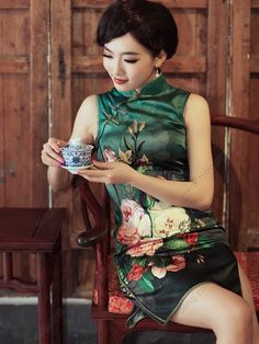 Women's Mulberry Silk Mini Sleeveless Cheongsam Dress - USD $ 262.00