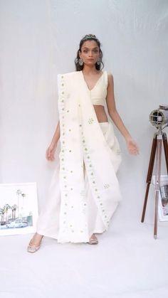 Indian Fashion Dresses, Indian Designer Outfits, Girls Fashion Clothes, Fashion Outfits, Indian Outfits, Saree Wearing Styles, Saree Styles, Lehenga Saree Design, Saree Blouse Designs